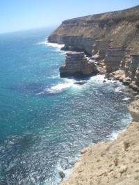Klippen vor Kalbarri, die Schluchten dazwischen haben vereinzelt Strand
